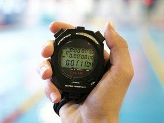 ¿Es necesario el reloj para nadar bien?